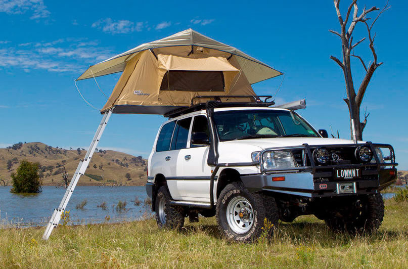 4x4 Jeep with RoofTop tent