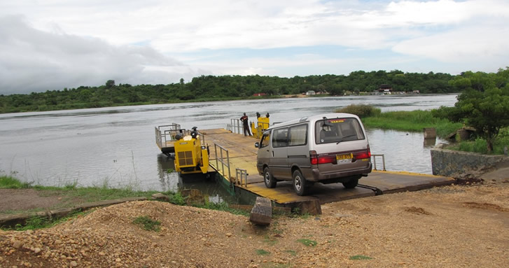 Ferry Crossing - Murchison falls N.P
