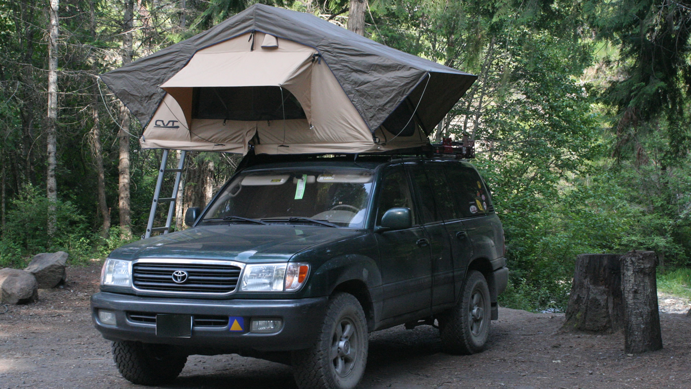 Land Cruiser V8 with Root Top Tent