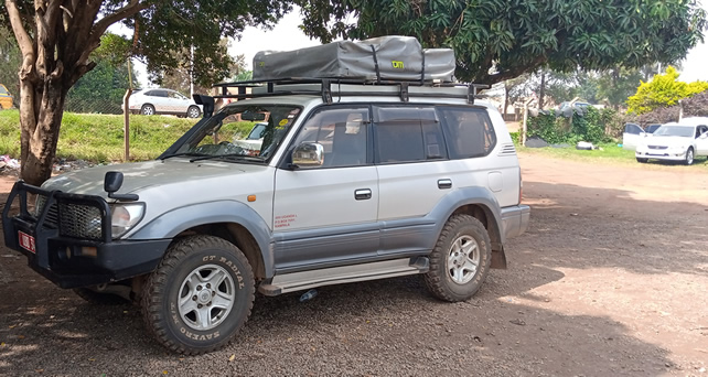 4x4 land cruiser with rooftop tent